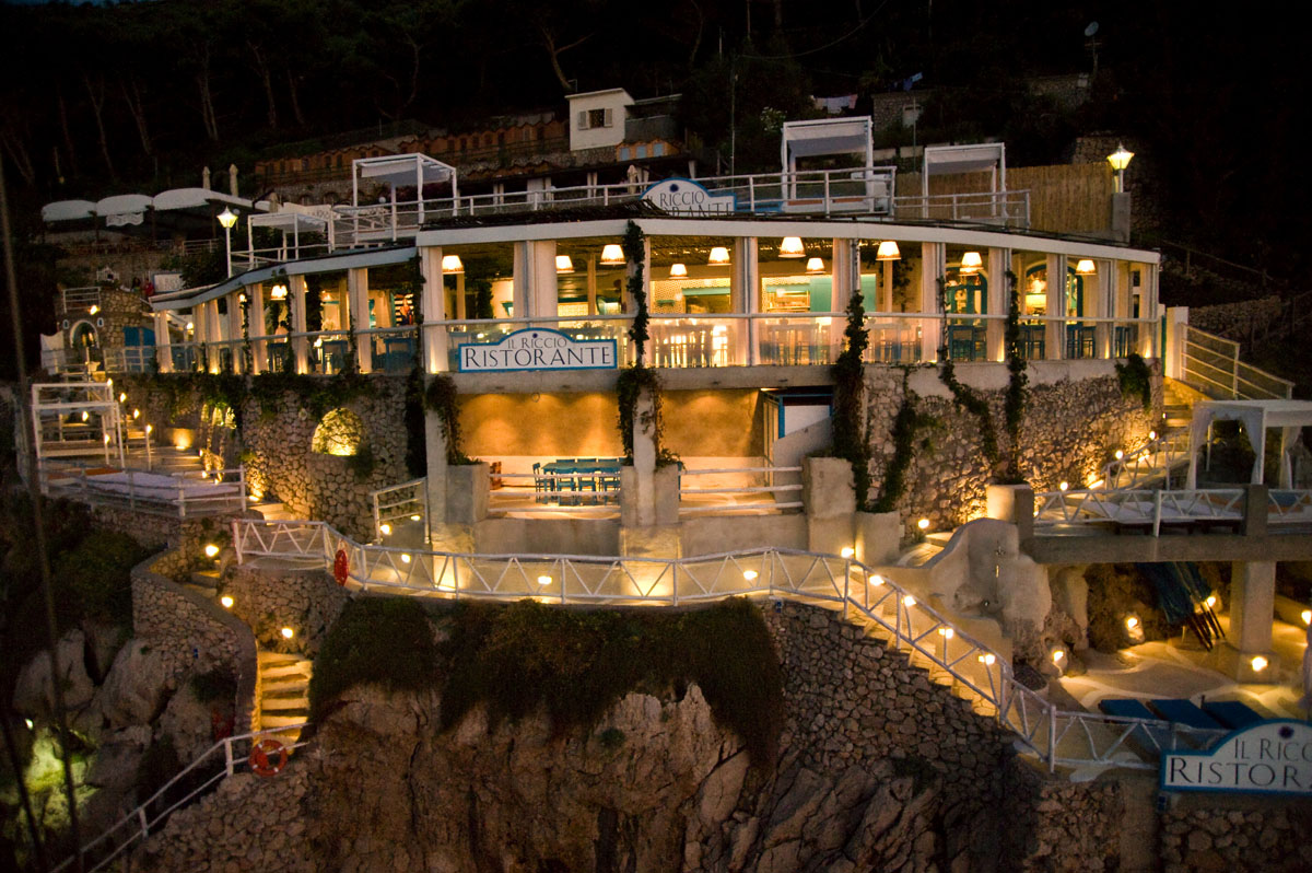 Il riccio stylish waterfront restaurant in capri for Ristoranti design