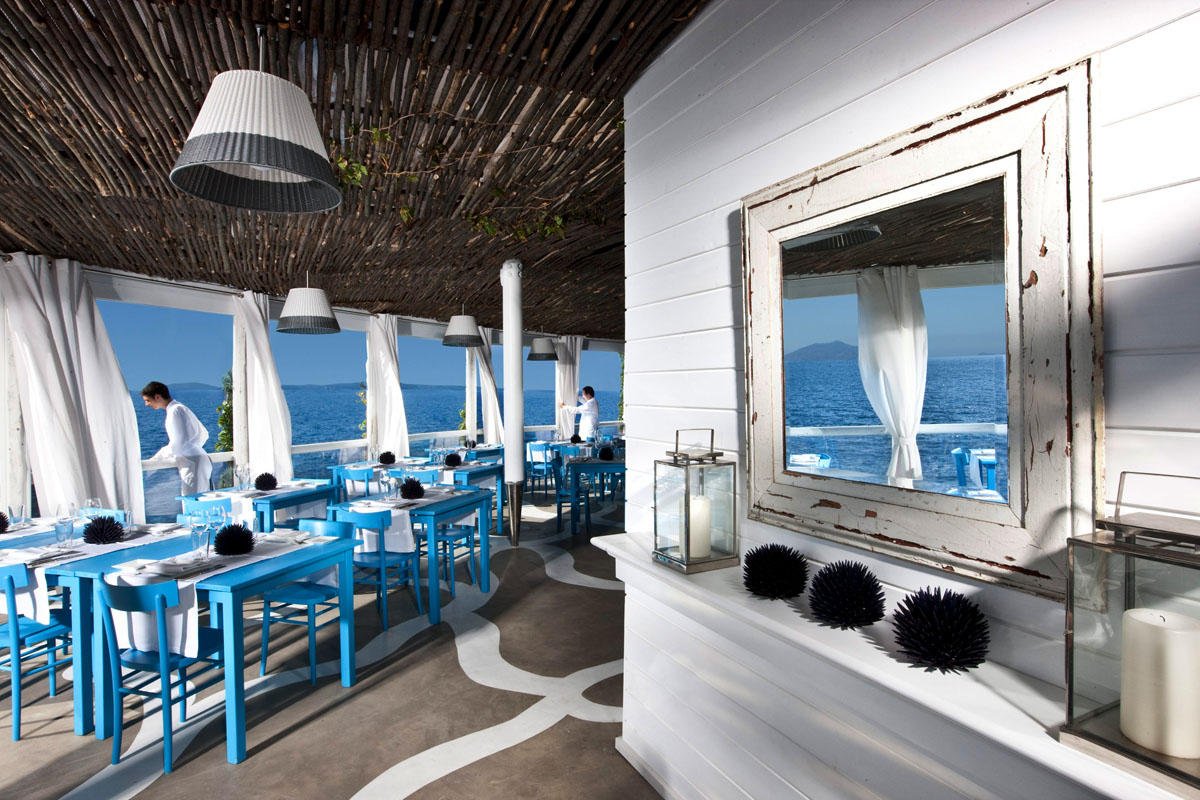 Il Riccio Stylish Waterfront Restaurant In Capri