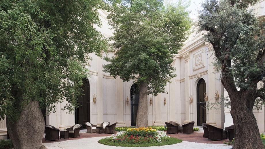 Ritz-Carlton-Riyadh-Courtyard