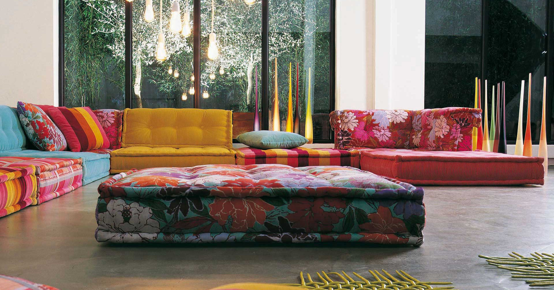Roche bobois stylish and functional mah jong modular sofas for Tables de salon roche bobois