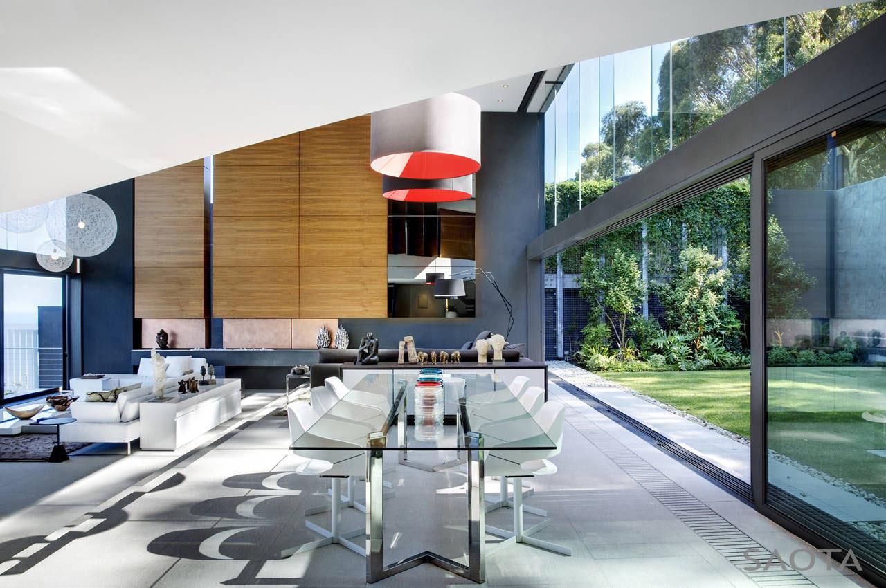 Modern Home with Courtyard Garden