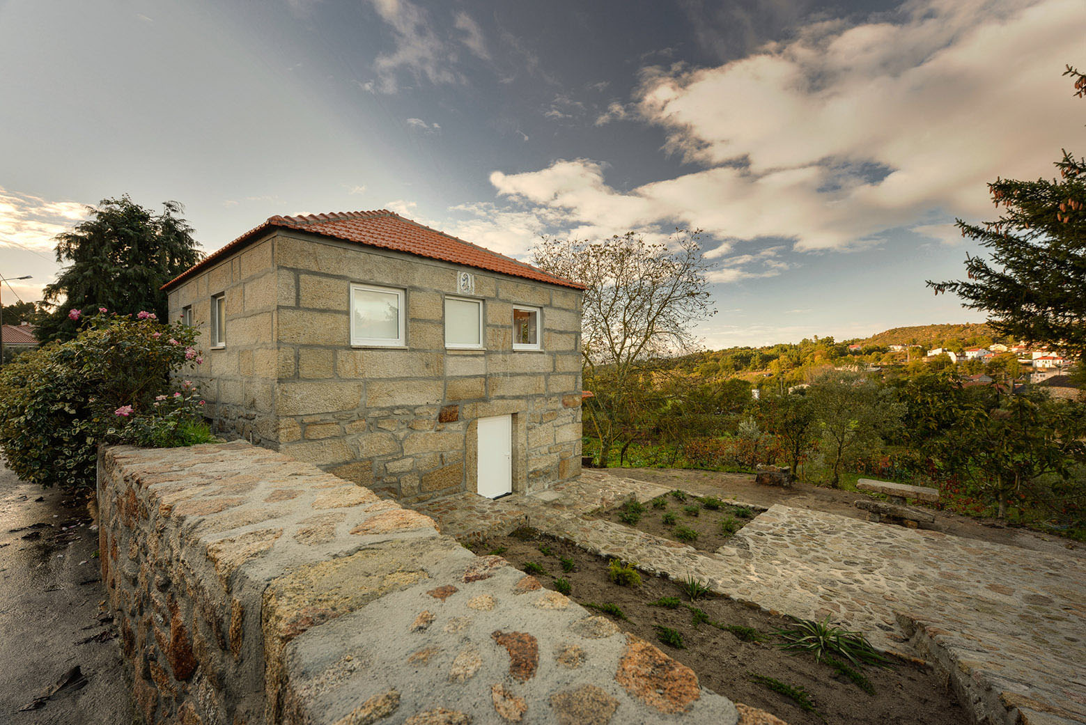 Ancient rural stone house with modern interior wood for Stone and wood house