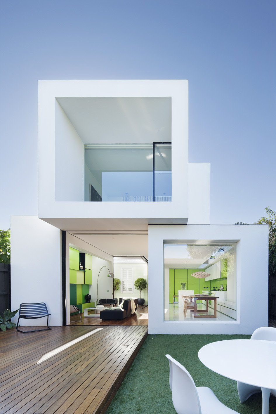Minimalist Residential Architecture house extension links minimalist white cubes with victorian façade
