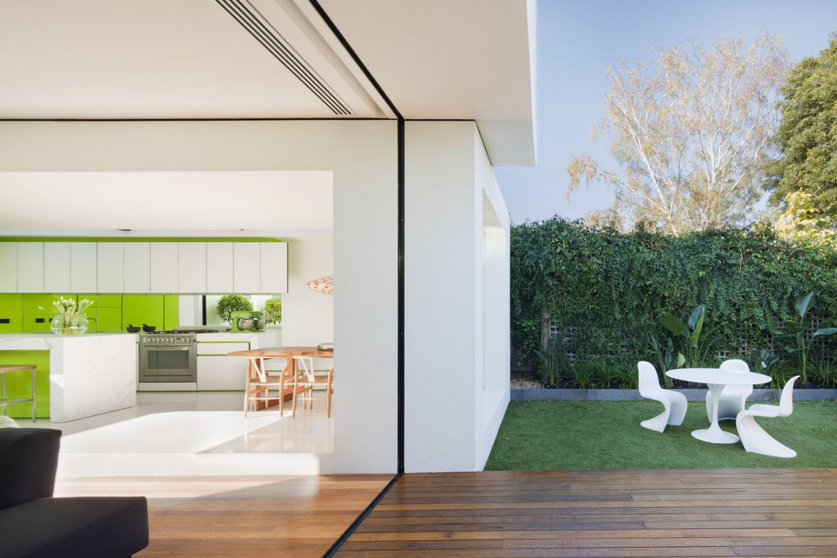 House Extension Links Minimalist White Cubes With Victorian Façade ...