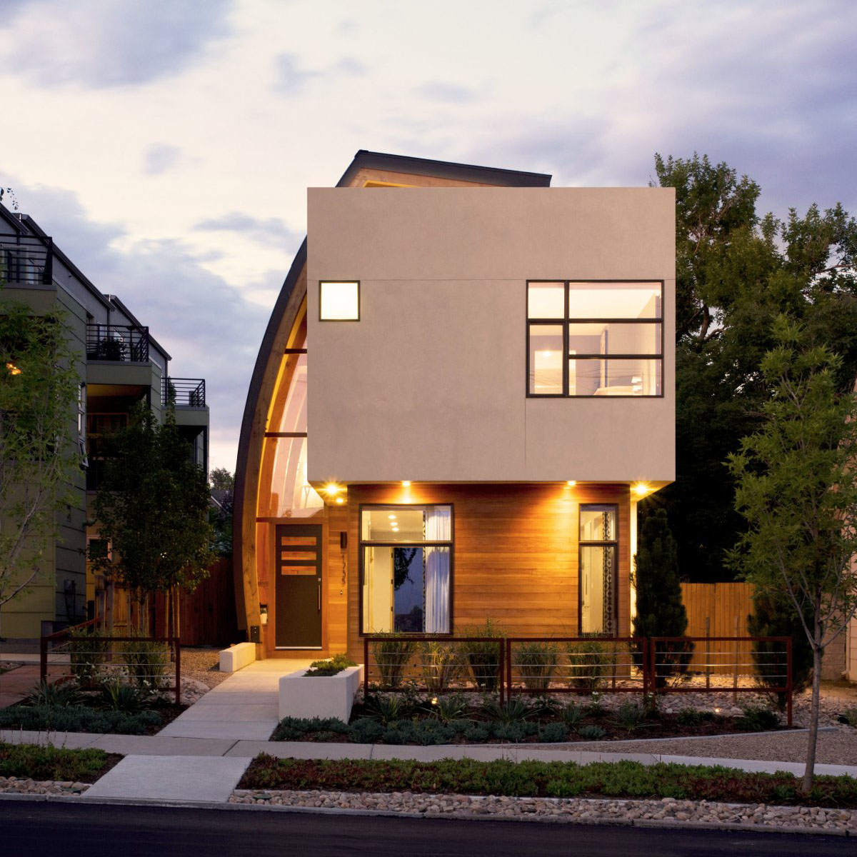Inspiring urban infill with sun catching curve metal for Mordern home