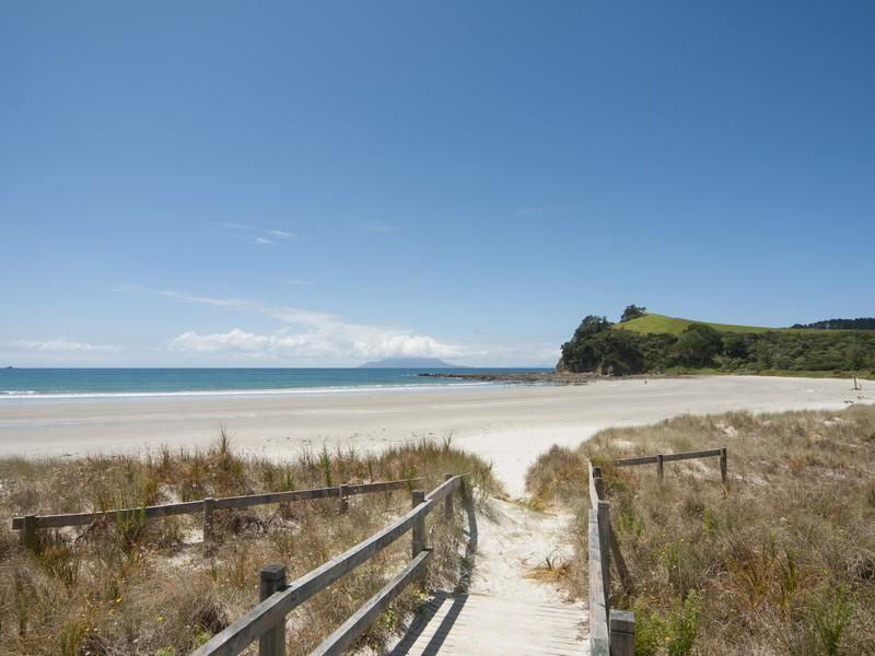 Omaha-Beach-New-Zealand