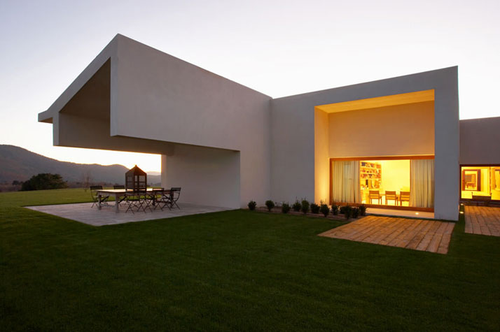 Minimalist House In A Serene Natural Setting : iDesignArch : Interior ...