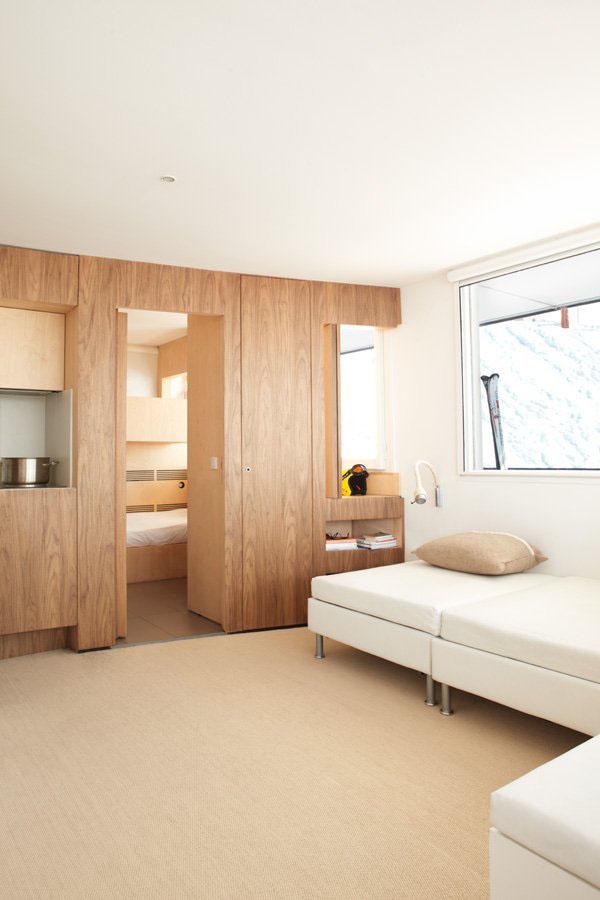 Efficient modern ski resort apartment idesignarch for Moderne skihotels