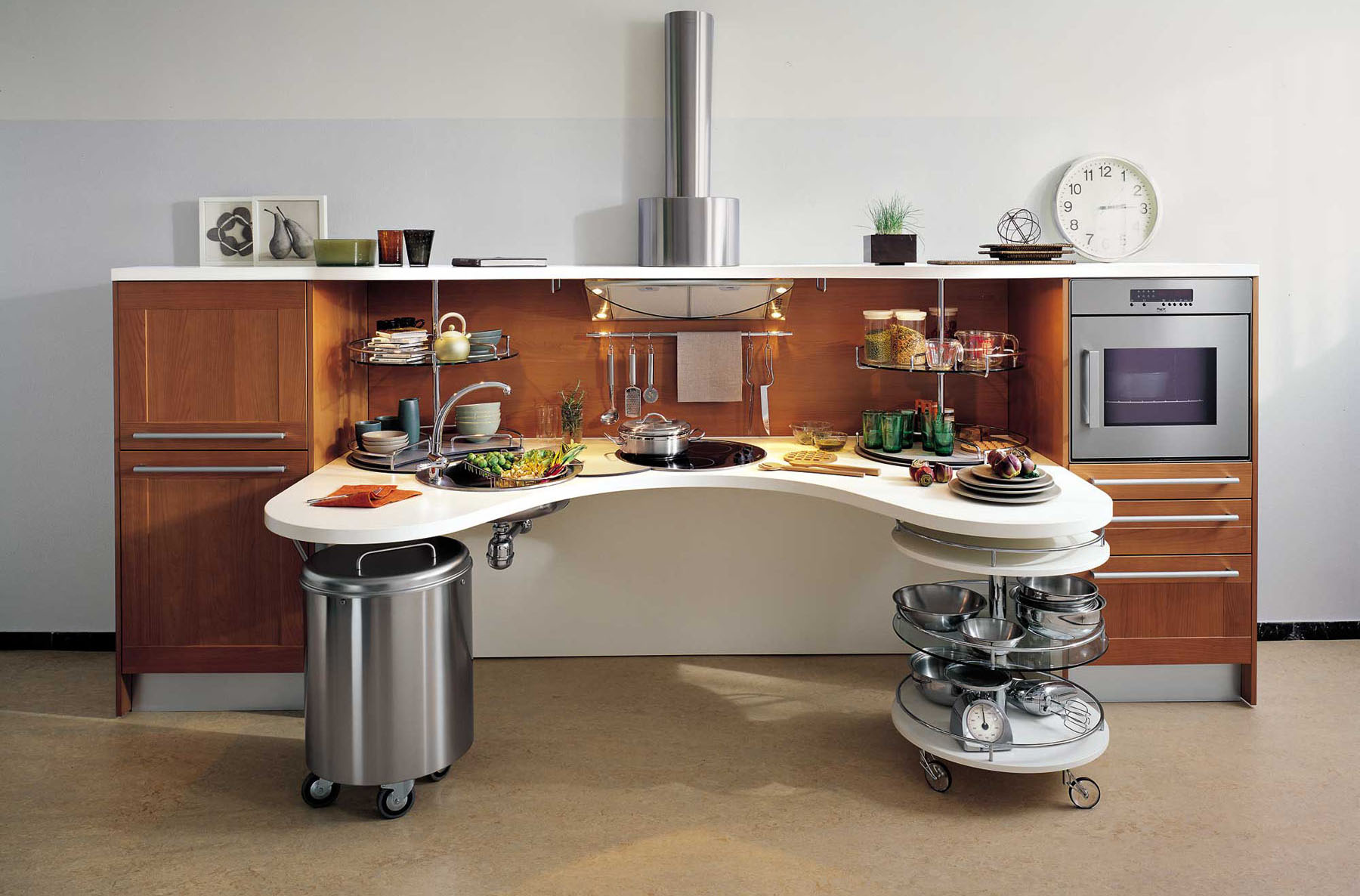 Ergonomic italian kitchen design suitable for wheelchair Dressing a kitchen