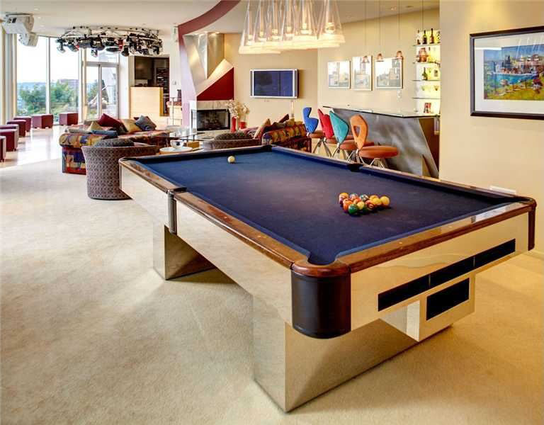Entertainment Area with Pool Table