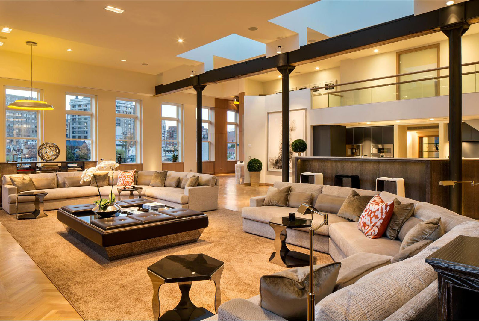 Exclusive lower manhattan penthouse loft in soho for Luxury apartments new york city