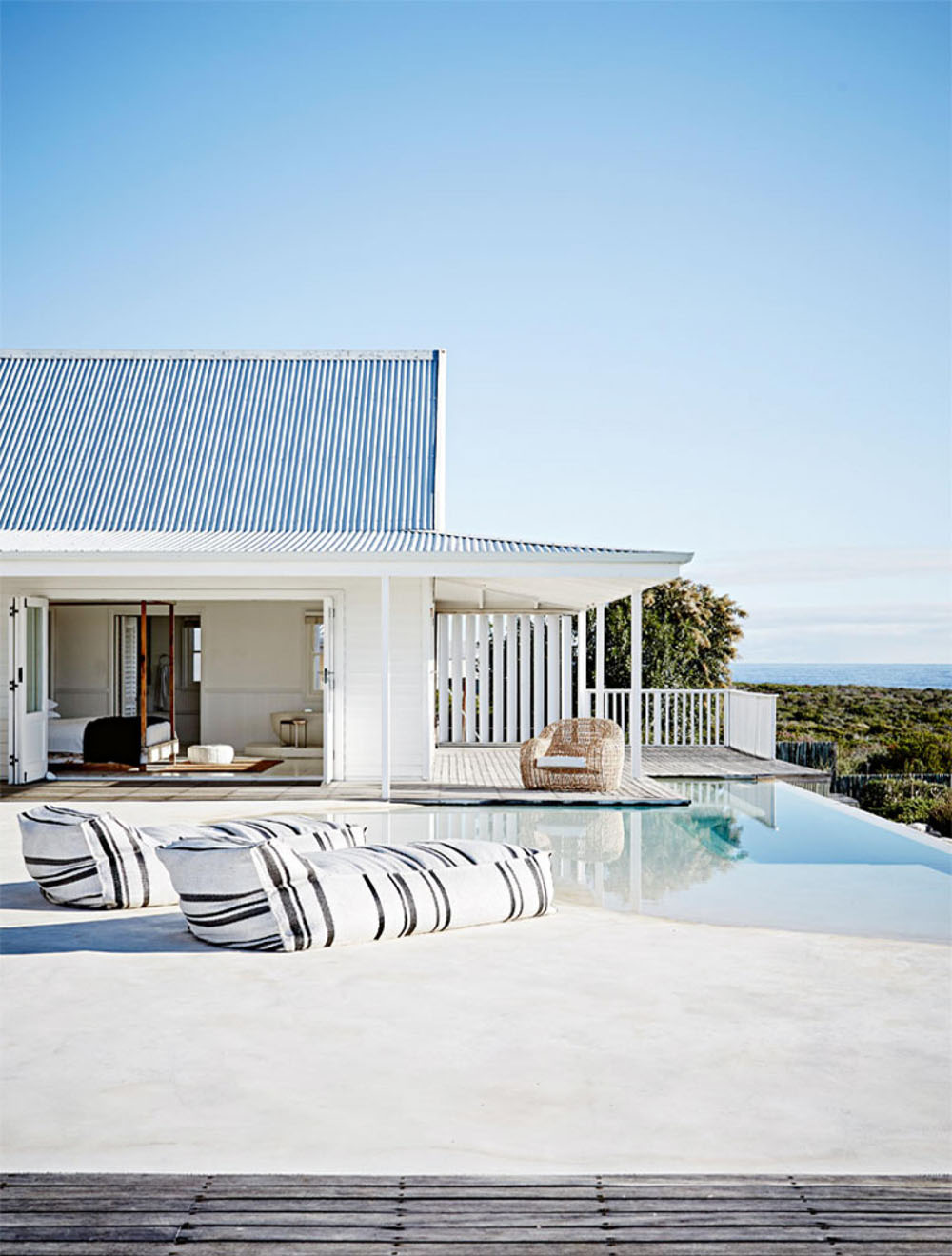 This relaxed contemporary beach house is the ultimate for Coastal building design