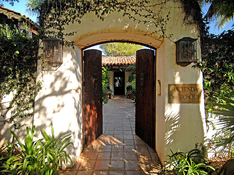 Beautiful spanish hacienda in santa barbara idesignarch for Spanish hacienda style
