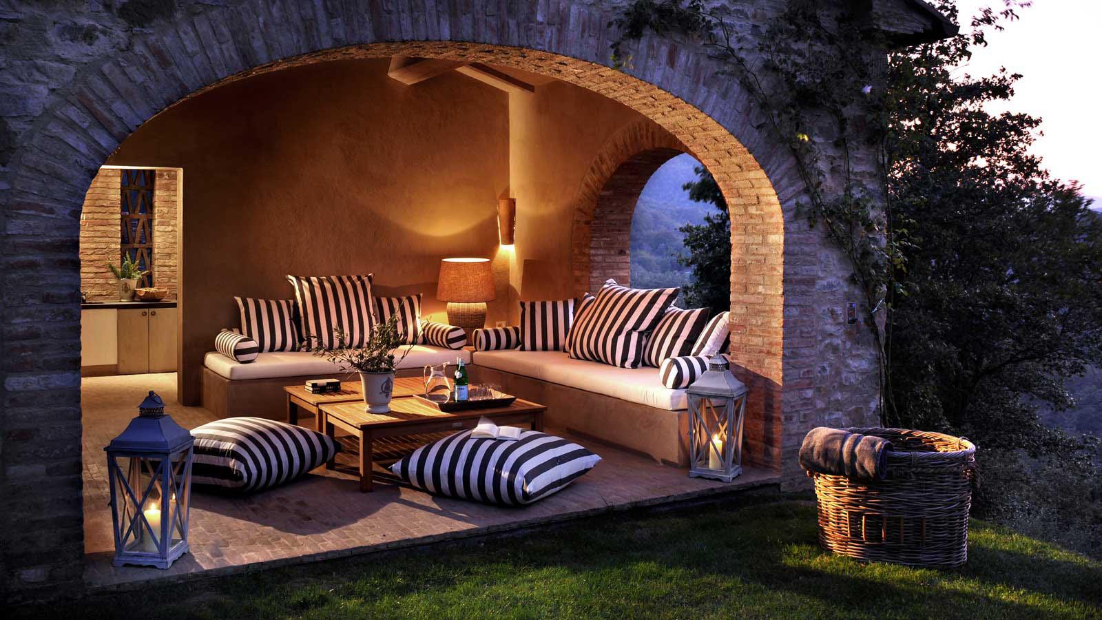 Spinaltermine castello di reschio 2 for Design hotel umbrien