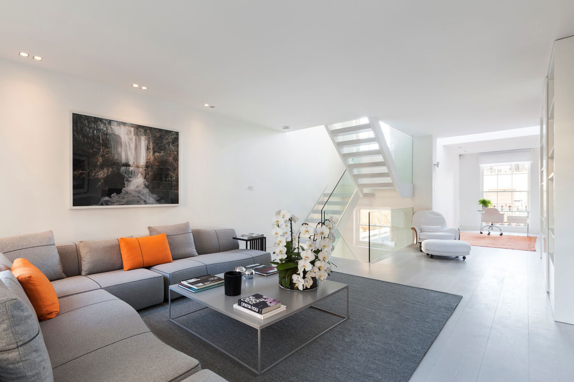 Exquisite contemporary house near kensington gardens for Modern home interiors pictures