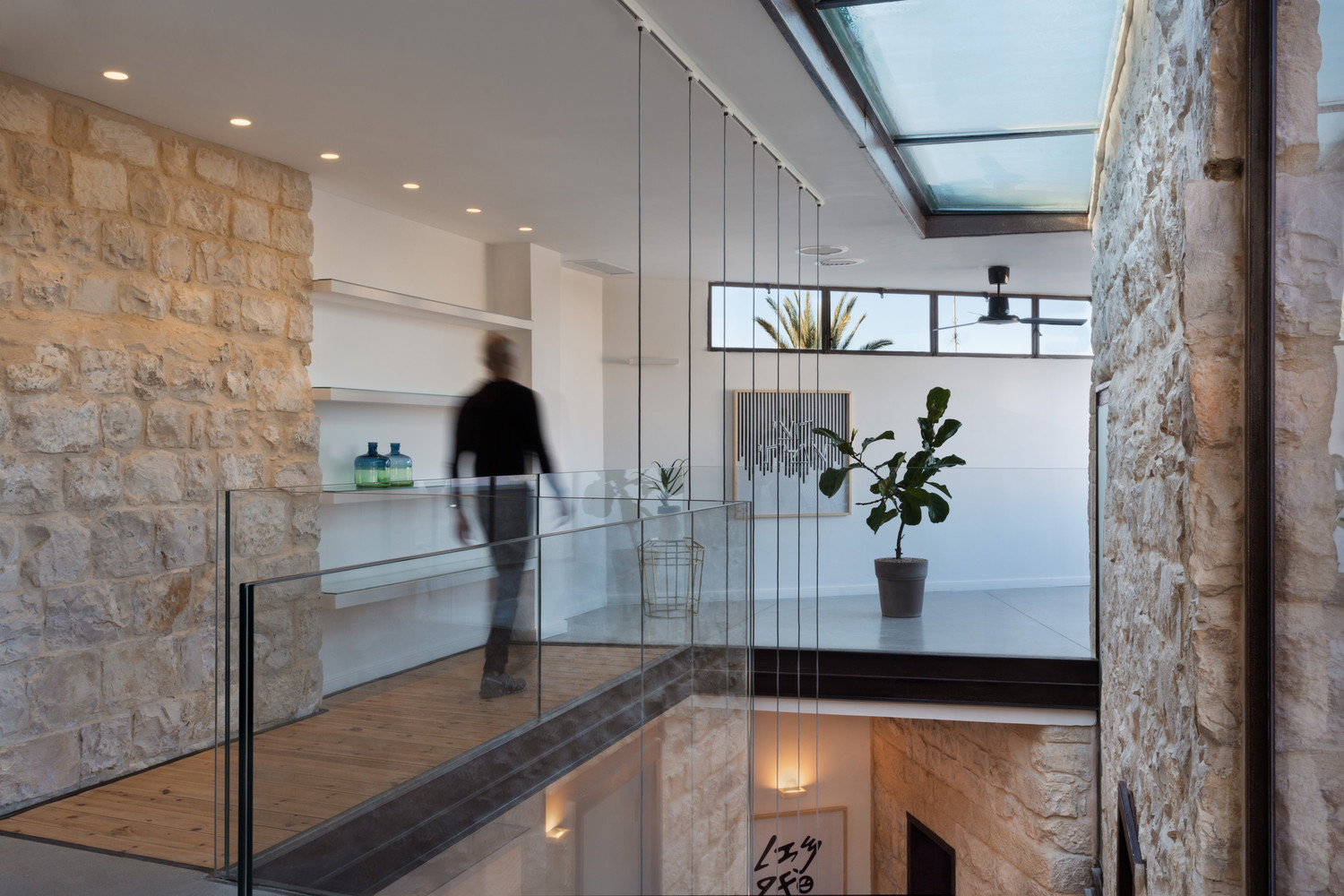 Stone house in israel built in the shape of the hebrew for Salle a manger stone but