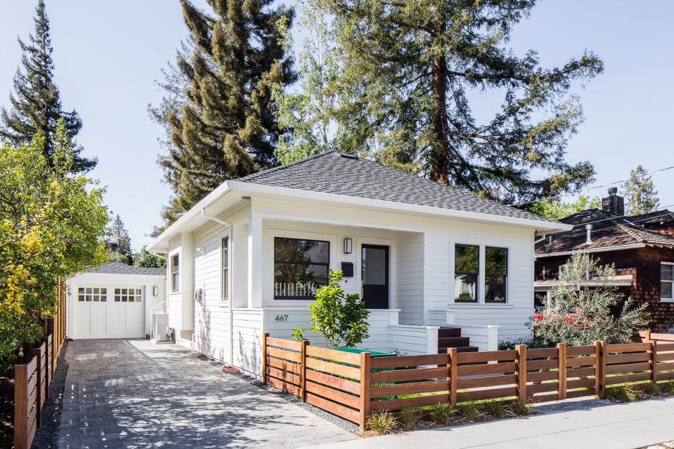 Small cottage style bungalow house with big design ideas for California cottage style homes