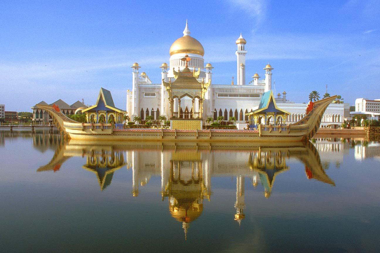 Sultan Omar Ali Saifuddin Mosque – Brunei