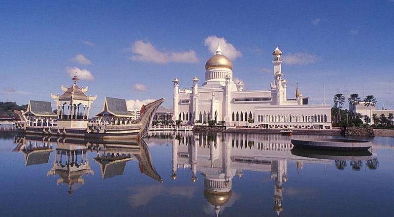 Sultan-Omar-Ali-Saifuddin-Mosque-Brunei