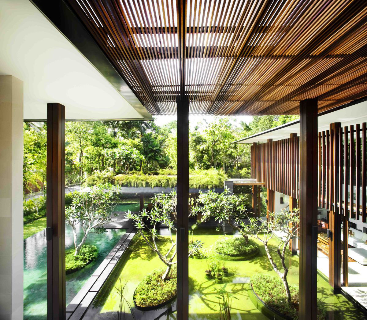 Private Lush Paradise By Guz Architects