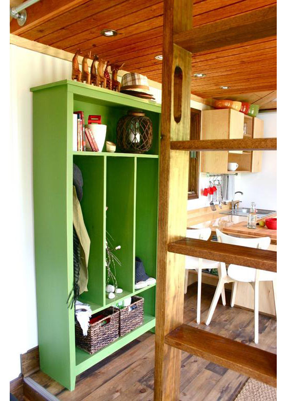 Design Tiny Home: Rustic Modern Tiny House For Tall People