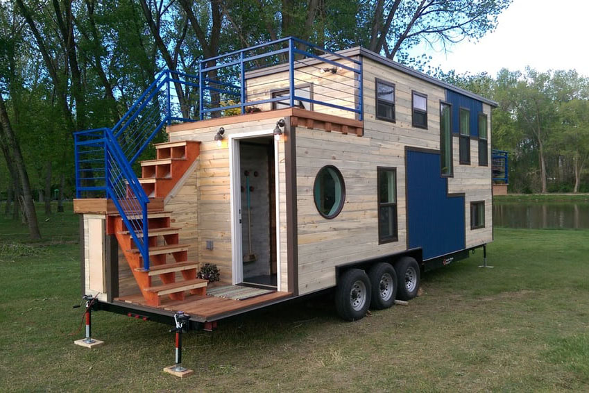 Tiny mobile ski lodge with open upper deck and balcony for Rv with balcony