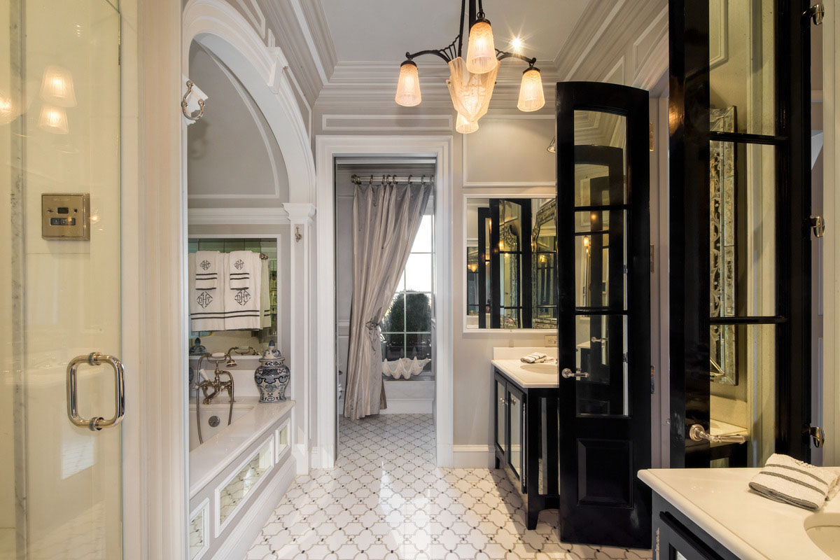 Iconic central park penthouse at the plaza with lavish for New york city bathroom decor