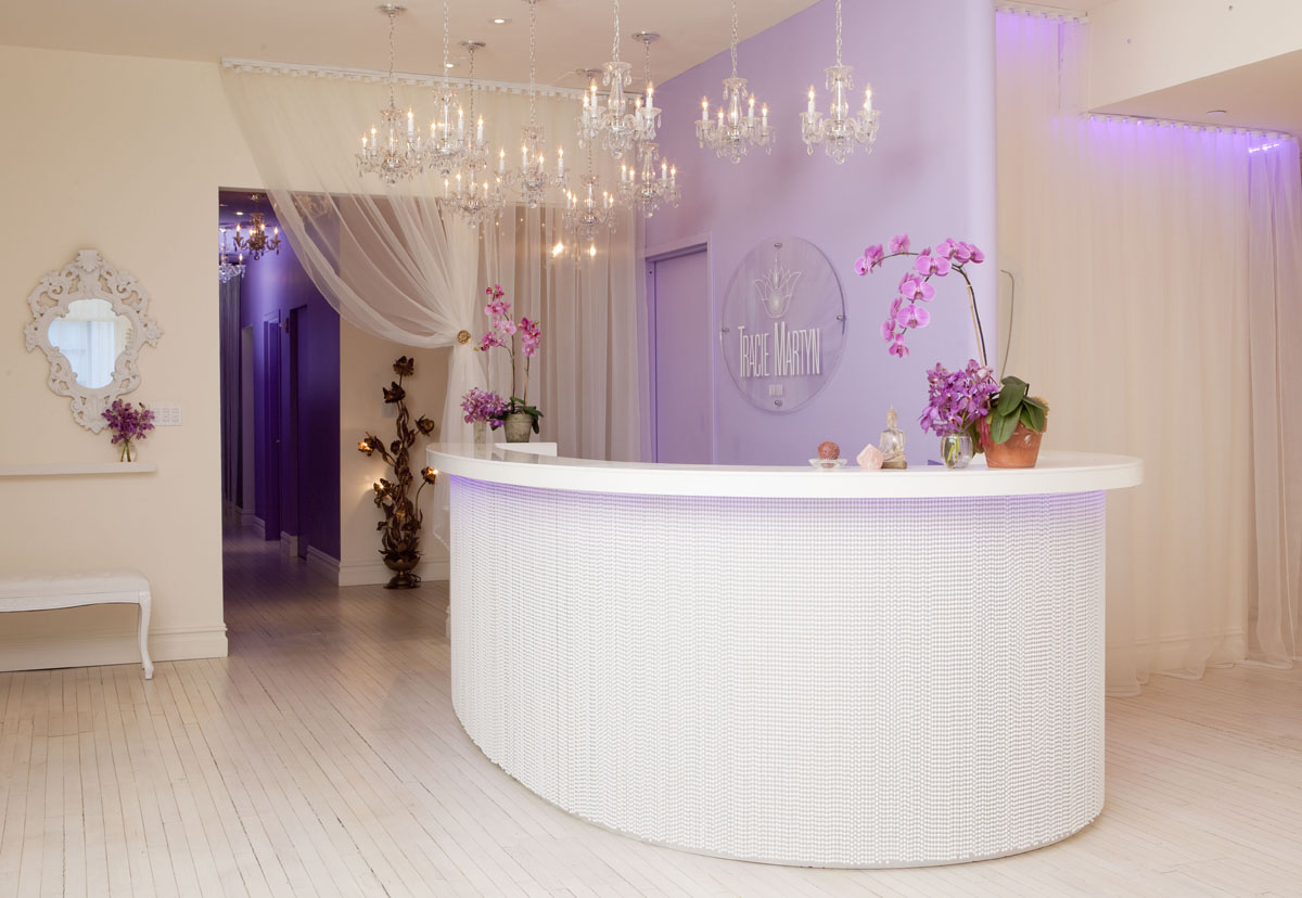 Beauty salon interior design ideas for Hair salon interior design photo
