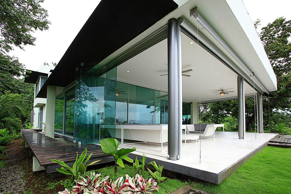 Triangle house in costa rica idesignarch interior design architecture interior decorating for Contemporary modern home designs