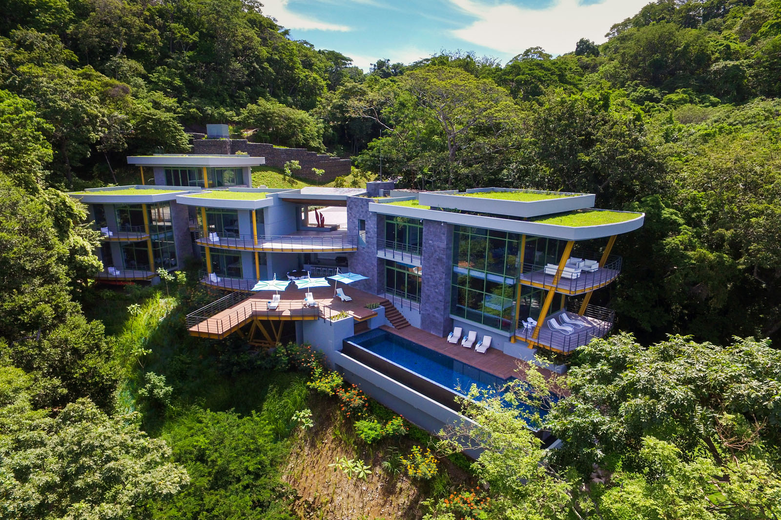 Tropical modern luxury home in the jungle idesignarch for Costa rica vacation homes