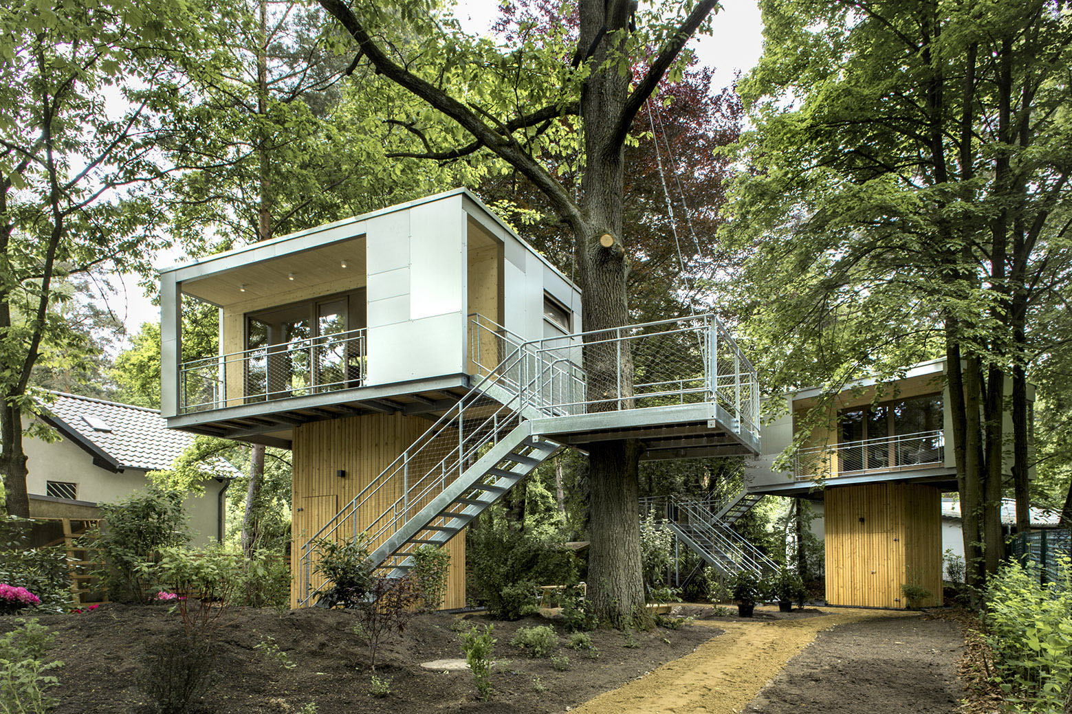 tiny treehouse urban oasis in berlin idesignarch. Black Bedroom Furniture Sets. Home Design Ideas