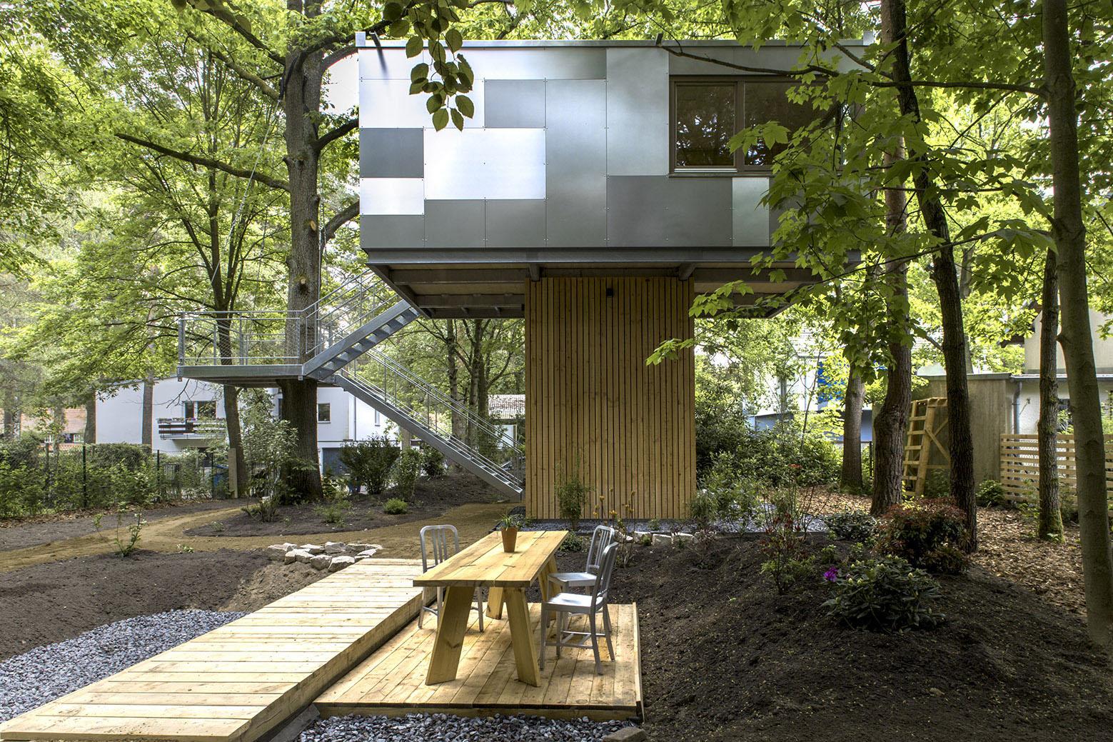 tiny treehouse urban oasis in berlin idesignarch interior design architecture interior. Black Bedroom Furniture Sets. Home Design Ideas