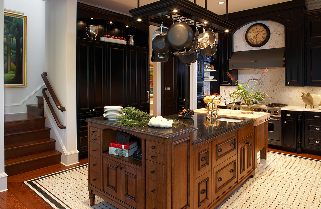 Luxury Home with Classic Contemporary Interior Decor and