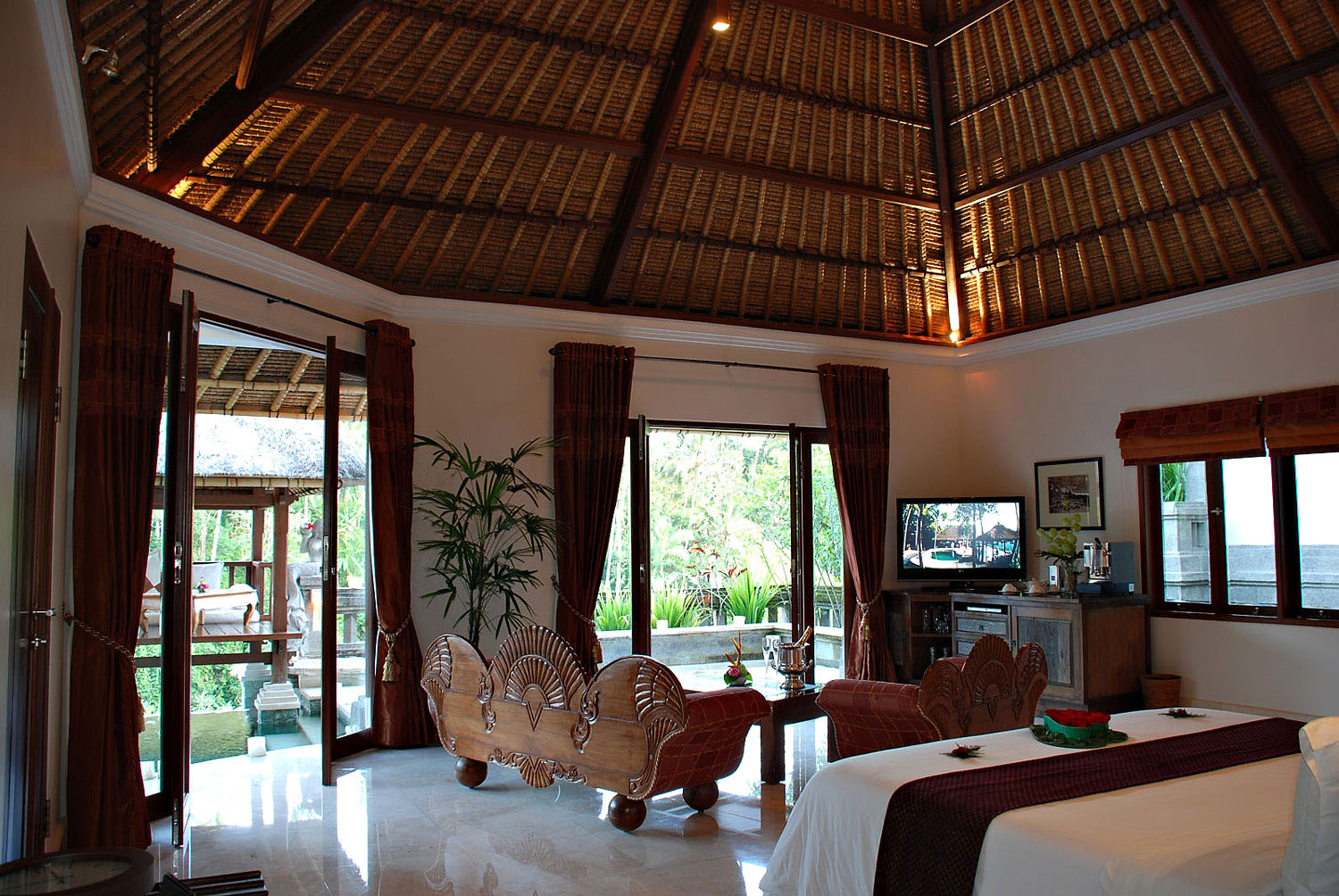 Romantic viceroy bali resort in ubud idesignarch for Interior decoration living room roof