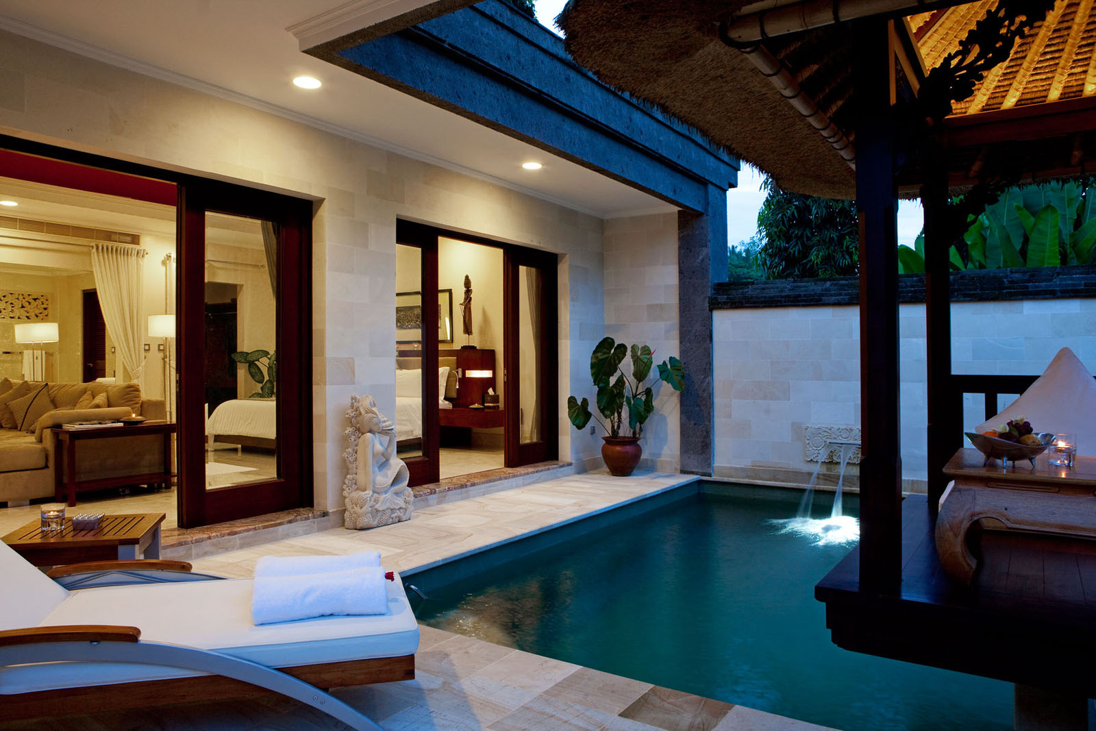 Romantic viceroy bali resort in ubud idesignarch for Swimming pool room decor