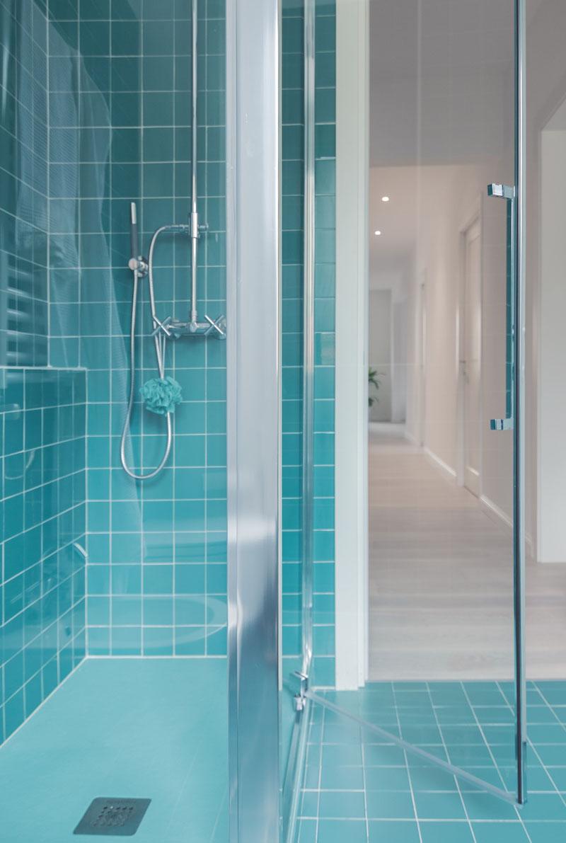 Modern Turquoise Bathroom