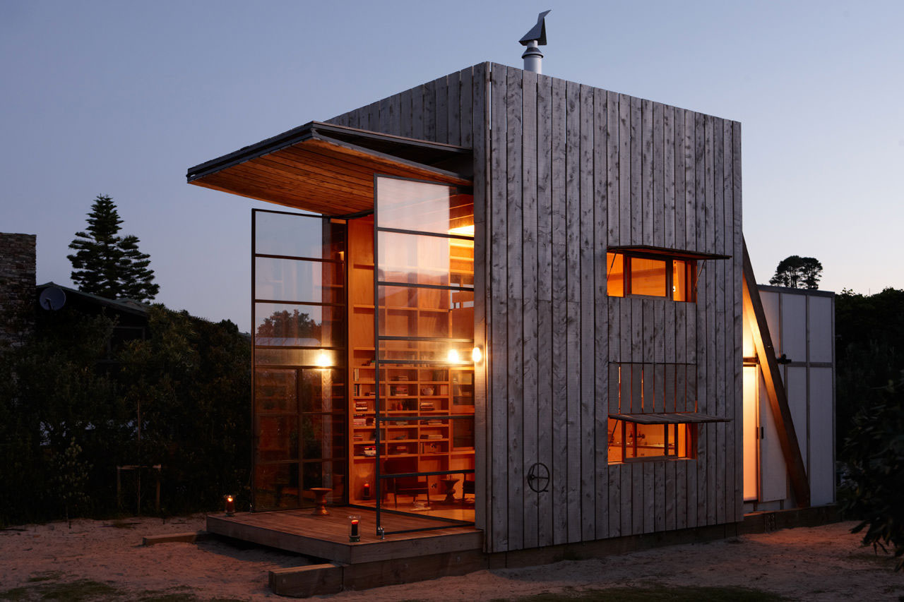 Whangapoua movable beach hut on sleds idesignarch for Beach hut designs interior