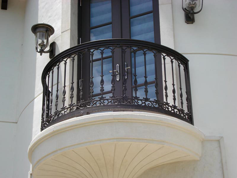 Wrought iron outdoor decorative balcony railing design new for Exterior balcony railing design