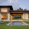 Contemporary House Captures the Informal Elegance of Hawaiian Beach Living