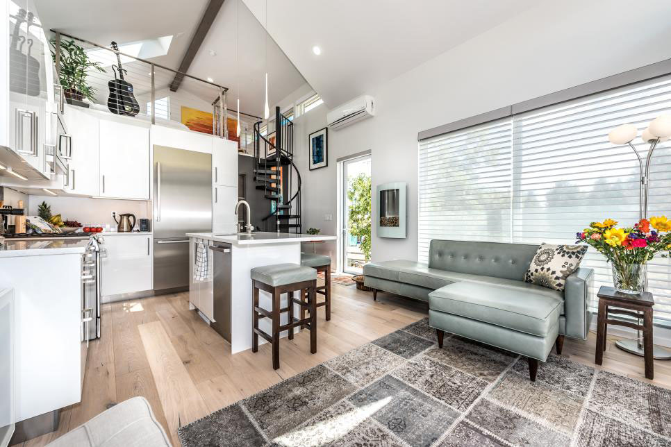 Tiny Home Designs: Open Concept Elegant Tiny House On A Spacious Lot In