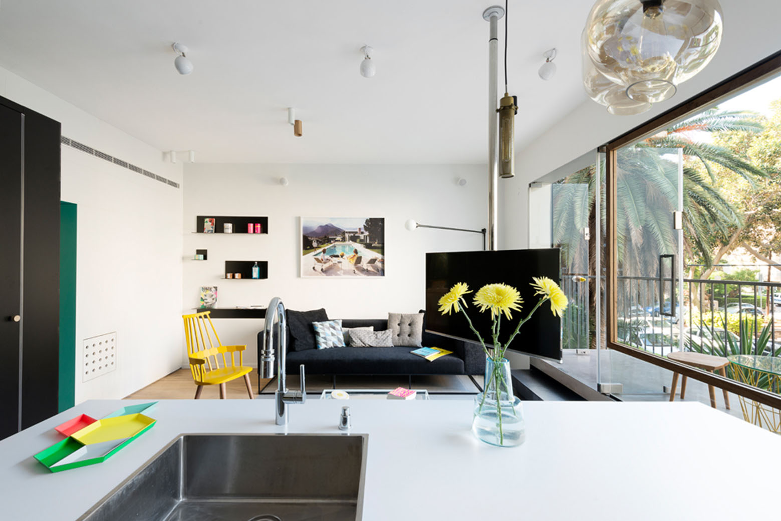 600 square foot apartment uses glass walls to create two bedrooms idesignarch interior. Black Bedroom Furniture Sets. Home Design Ideas