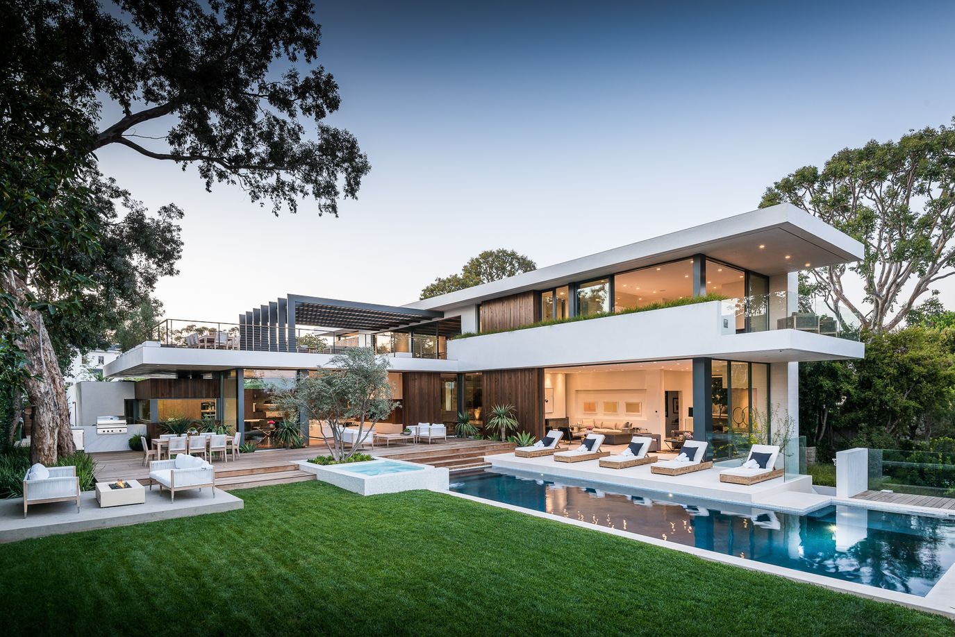Luxury Modern Home with Swimming Pool in California