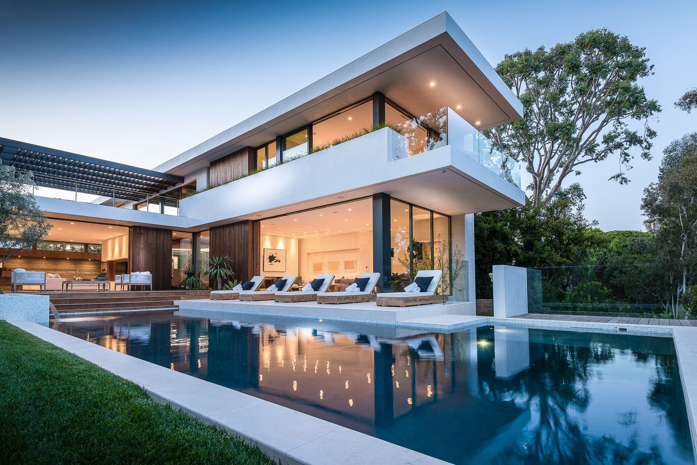 Modernist Villa In Pacific Palisades With A Resort Like