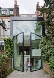 Contemporary Townhouse Extension with Large Glass Door