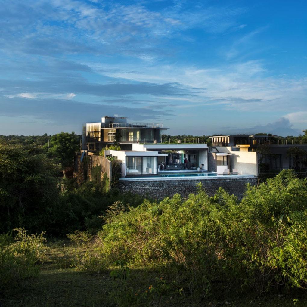Modern Resort Villa With Balinese Theme