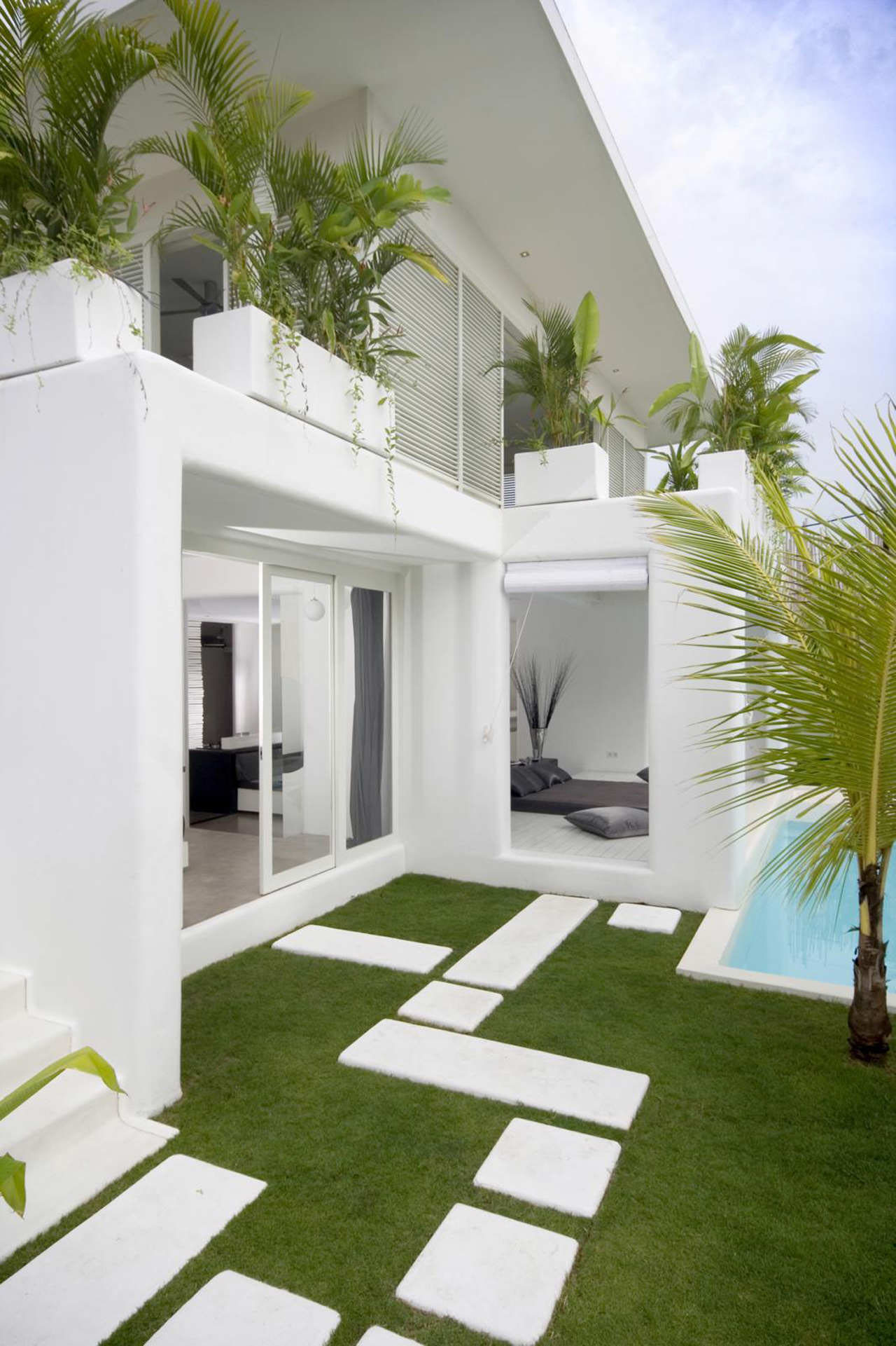 Contemporary Villa In Bali With Overlapping Functional Spaces ...