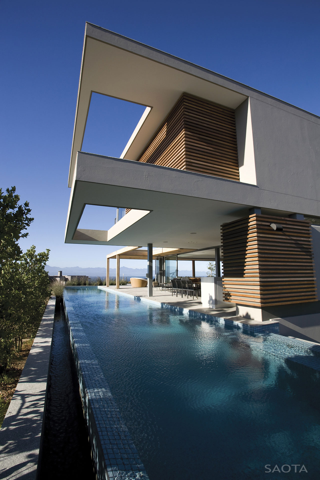 Contemporary House Design With Exterior Ceramic Panels And: Contemporary Beachfront Home In South Africa