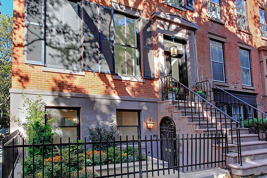 Traditional Brownstone In Brooklyn Heights With