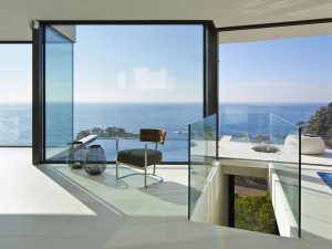 Energy Efficient Modern Oceanfront House
