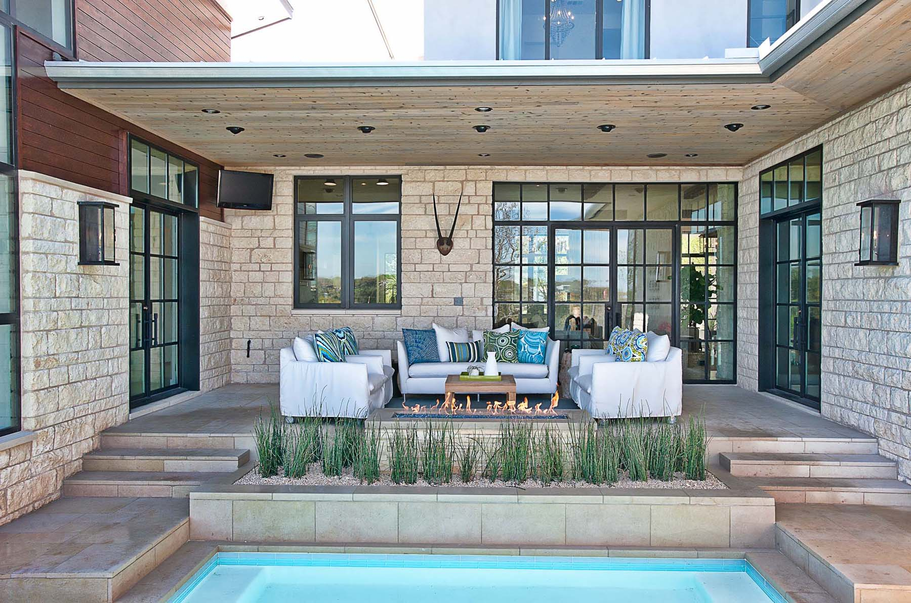 Stylish Outdoor Entertaining Space